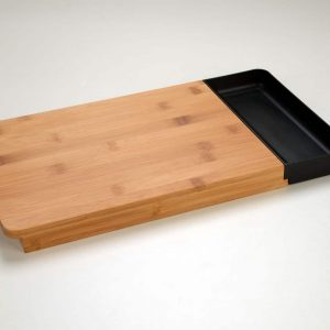 Chopping board with removable tray